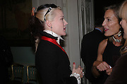 Daphne Guinness and Leonie Frieda. andrew Roberts and Leonie Frieda celebrate the publication of Andrew's 'Waterloo: Napoleon's Last Gamble' and the paperback of Leonie's 'Catherine de Medic'i. English-Speaking Union, Dartmouth House. London. 8 February 2005. ONE TIME USE ONLY - DO NOT ARCHIVE  © Copyright Photograph by Dafydd Jones 66 Stockwell Park Rd. London SW9 0DA Tel 020 7733 0108 www.dafjones.com