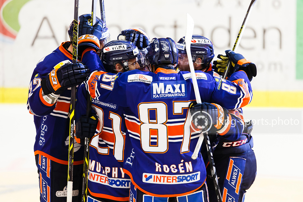 150423 Ishockey, SM-Final, V&auml;xj&ouml; - Skellefte&aring;<br /> Jubel i V&auml;xj&ouml; Lakers Hockey efter m&aring;l 2-2 av Jeff Tambellini.<br /> &copy; Daniel Malmberg/Jkpg sports photo
