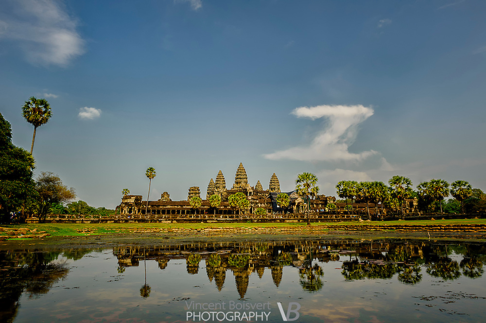 Angkor wat temple with a reflexion in the lake in front