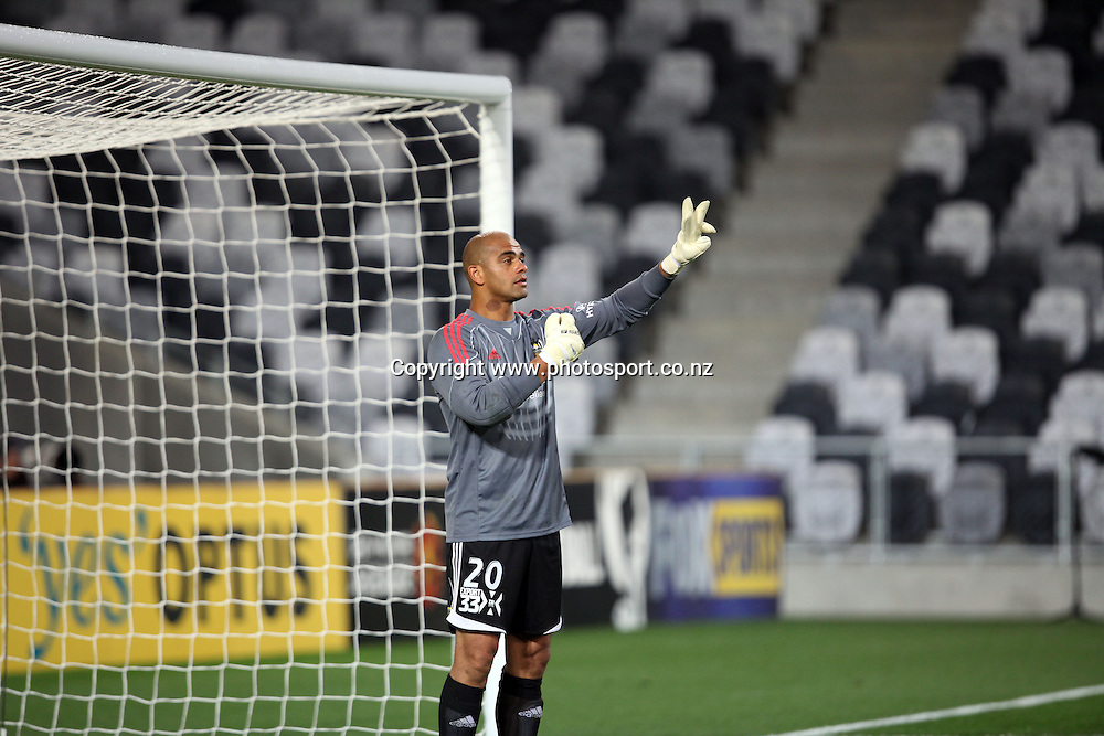 Anthony Warner issues instructions to the Phoenix defence.<br /> Hyundai A-League - Wellington Phoenix v Brisbane Roar, 14 December 2011, Forsyth Barr Stadium, Dunedin, New Zealand. <br /> Photo: Rob Jefferies/PHOTOSPORT