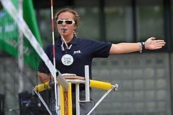 16-07-2014 NED: FIVB Grand Slam Beach Volleybal, Apeldoorn<br /> Poule fase groep G vrouwen - Referee FIVB aanwijzing scheidsrechter