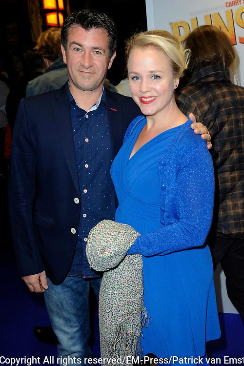 Filmpremiere Pijnstillers in Path&eacute; Tuschinski , Amsterdam<br /> <br /> Op de foto:  Eva Poppink met haar partner