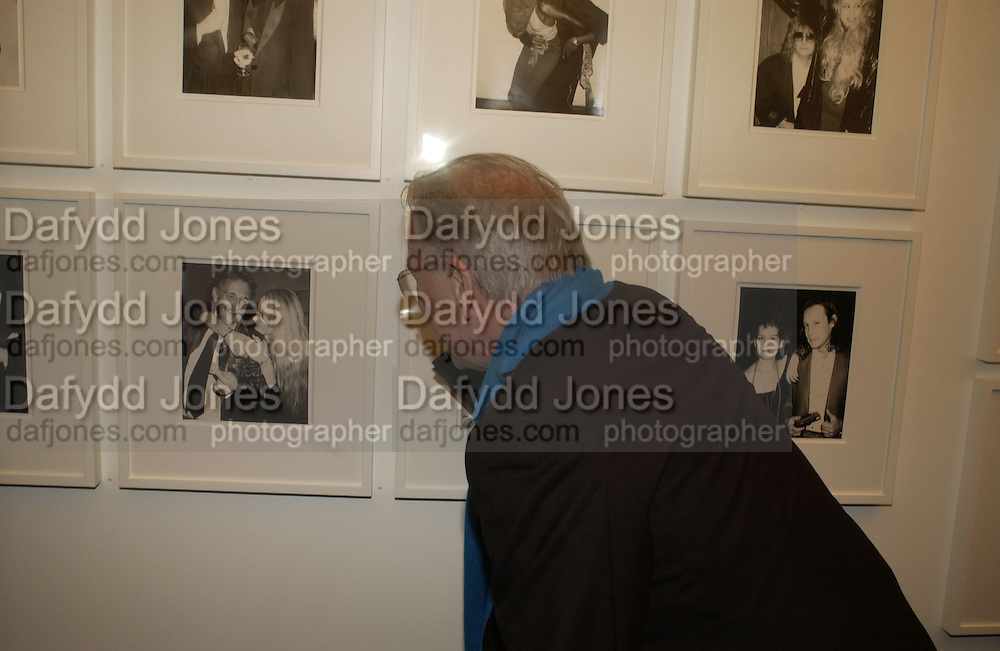 Earl McGrath. Warhol's World. Photography and Television. Hauser and Wirth. Piccadilly, London. 26  January 2006.  ONE TIME USE ONLY - DO NOT ARCHIVE  © Copyright Photograph by Dafydd Jones 66 Stockwell Park Rd. London SW9 0DA Tel 020 7733 0108 www.dafjones.com