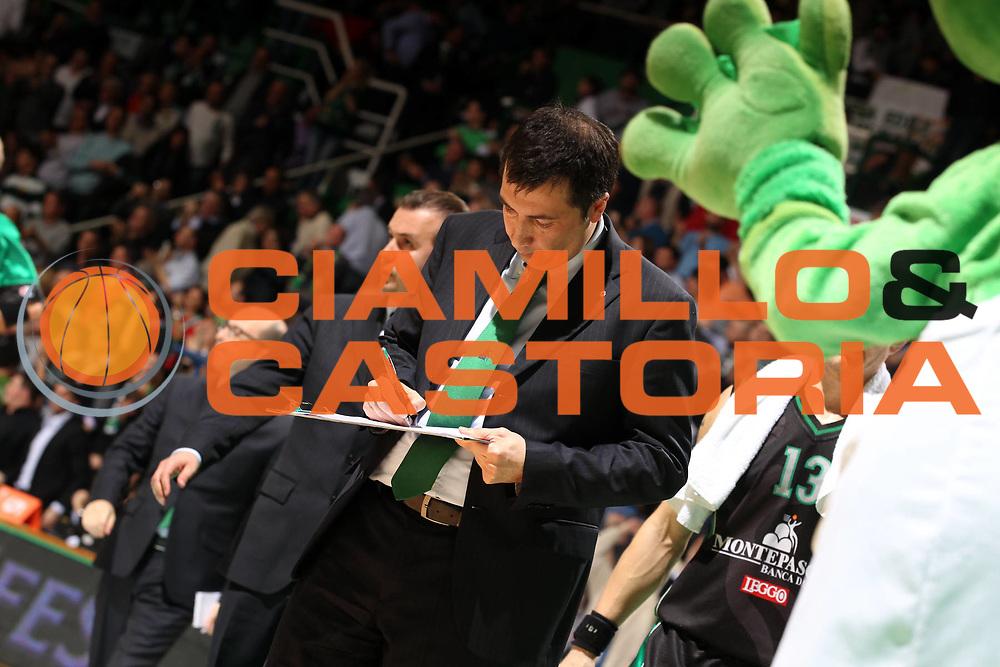 DESCRIZIONE : Siena Eurolega 2010-11 Playoffs Gara 4 Montepaschi Siena Olympiacos<br /> GIOCATORE : Luca Banchi<br /> SQUADRA : Montepaschi Siena<br /> EVENTO : Eurolega 2010-2011<br /> GARA : Montepaschi Siena Olympiacos<br /> DATA : 31/03/2011<br /> CATEGORIA : coach<br /> SPORT : Pallacanestro <br /> AUTORE : Agenzia Ciamillo-Castoria/ElioCastoria<br /> Galleria : Eurolega 2010-2011<br /> Fotonotizia : Siena Eurolega 2010-11 Playoffs Gara 4 Montepaschi Siena Olympiacos<br /> Predefinita :