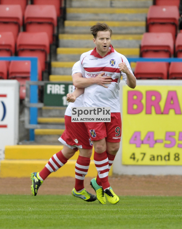 Steven Doris (Stirling Albion, 9, red &amp; white) equalises for Albion<br /> <br /> Stirling Albion v Queen's Park, SPFL League 2, 26th September 2015<br /> <br /> (c) Alex Todd | SportPix.org.uk
