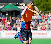 BILTHOVEN -   Leon van Barneveld (SCHC) die even voor tijd als vliegende keep scoort,   tijdens de eerste play-off wedstrijd Overgangsklasse SCHC-SCHAERWEIJDE (2-2). SCHC wint  shoot outs.  COPYRIGHT KOEN SUYK