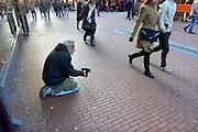 Nederland, Nijmegen, 19-1-2013Een bedelaar zit op zijn knieen en houdt zijn hand omhoog waar voorbijgangers geld in kan stoppen.De man komt uit Oost-Europa. Foto: Flip Franssen/Hollandse Hoogte
