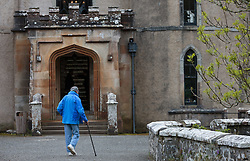 THEMENBILD - ein älterer Mann mit einem Gehstock beim Eingang zum Besichtigungs Rundgang des Dunvegan Castle in Dunvegan, Isle of Skye, Schottland, aufgenommen am 10. Juni 2015 // an elderly man with a walking stick at the entrance to the sightseeing tour of Dunvegan Castle in Dunvegan, Scotland on 2015/06/10. EXPA Pictures © 2015, PhotoCredit: EXPA/ JFK