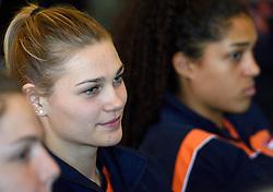 28-12-2015 NED: Teamfoto Nederlands Volleybalteam vrouwen, Arnhem<br /> Persconferentie Nederlands volleybalteam vrouwen met het oog op het Olympisch Kwalificatie toernooi en presentatie nieuwe hoofdsponsor / Nika Daalderop