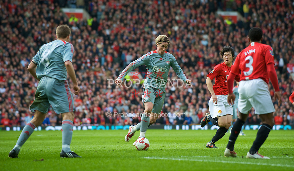 MANCHESTER, ENGLAND - Saturday, March 14, 2009: Liverpool's Fernando Torres during the Premiership match against Manchester United at Old Trafford. (Photo by David Rawcliffe/Propaganda)