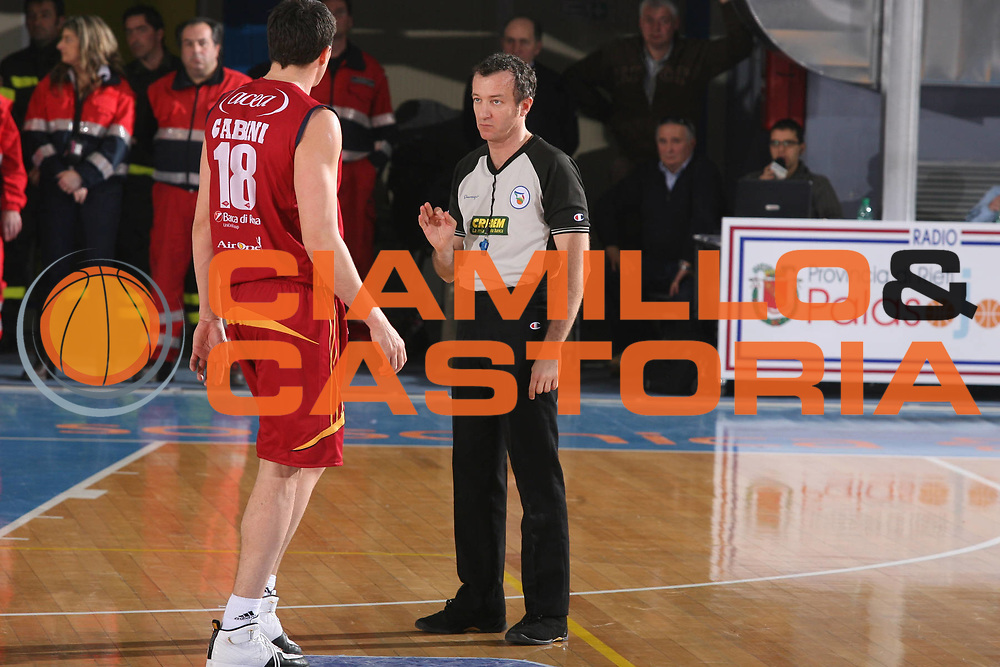 DESCRIZIONE : Rieti Lega A1 2007-08 Solsonica Rieti Lottomatica Virtus Roma <br /> GIOCATORE : Arbitro <br /> SQUADRA : <br /> EVENTO : Campionato Lega A1 2007-2008 <br /> GARA : Solsonica Rieti Lottomatica Virtus Roma <br /> DATA : 24/02/2008 <br /> CATEGORIA : <br /> SPORT : Pallacanestro <br /> AUTORE : Agenzia Ciamillo-Castoria/G.Ciamillo