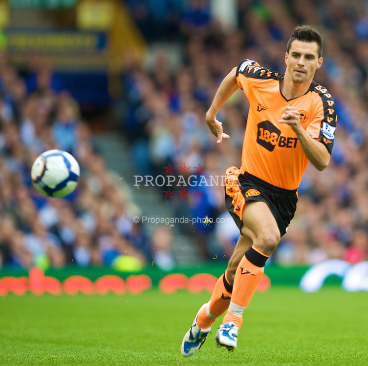 LIVERPOOL, ENGLAND - Sunday, August 30, 2009: Wigan Athletic's Paul Scharner in action against Everton during the Premiership match at Goodison Park. (Photo by David Rawcliffe/Propaganda)