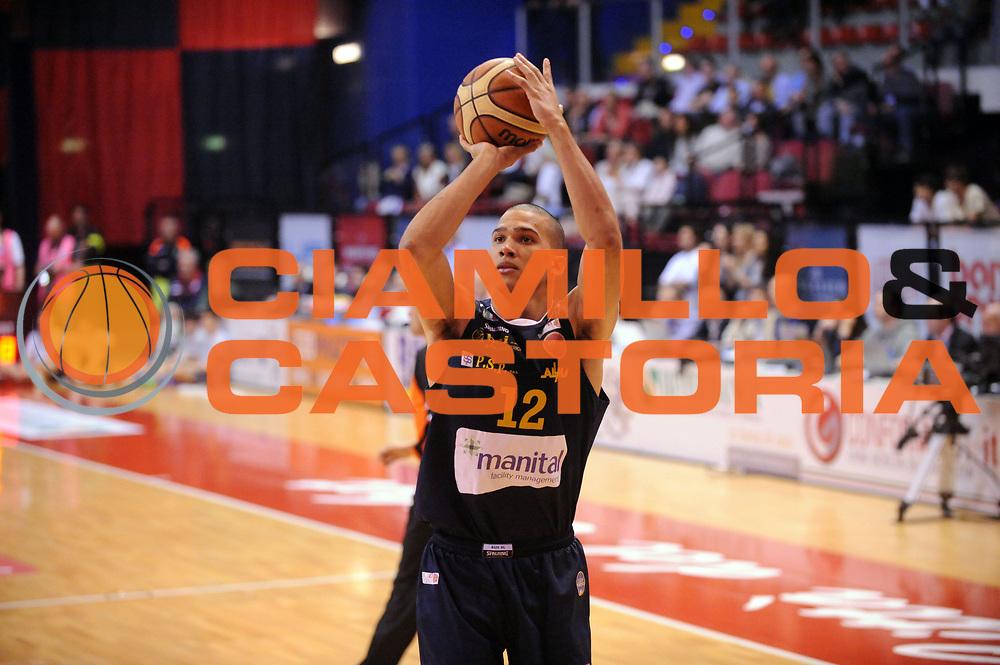 DESCRIZIONE : Biella LNP DNA Adecco Gold 2013-14 Angelico Biella Manital Torino Playoff Quarti di Finale<br /> GIOCATORE : Daniele Sandri<br /> CATEGORIA : Tiro<br /> SQUADRA : Manital Torino<br /> EVENTO : Campionato LNP DNA Adecco Gold 2013-14<br /> GARA : Angelico Biella Manital Torino<br /> DATA : 06/05/2014<br /> SPORT : Pallacanestro<br /> AUTORE : Agenzia Ciamillo-Castoria/Max.Ceretti<br /> Galleria : LNP DNA Adecco Gold 2013-2014<br /> Fotonotizia : Biella LNP DNA Adecco Gold 2013-14 Angelico Biella Manital Torino Playoff Quarti di Finale<br /> Predefinita :