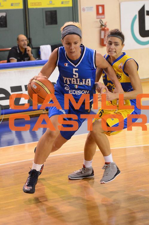 DESCRIZIONE : Parma Palaciti Nazionale Italia femminile Basket Parma<br /> GIOCATORE : Martina Fassina<br /> CATEGORIA : palleggio penetrazione<br /> SQUADRA : Italia femminile<br /> EVENTO : amichevole<br /> GARA : Italia femminile Basket Parma<br /> DATA : 13/11/2012<br /> SPORT : Pallacanestro <br /> AUTORE : Agenzia Ciamillo-Castoria/ GiulioCiamillo<br /> Galleria : Lega Basket A 2012-2013 <br /> Fotonotizia :  Parma Palaciti Nazionale Italia femminile Basket Parma<br /> Predefinita :