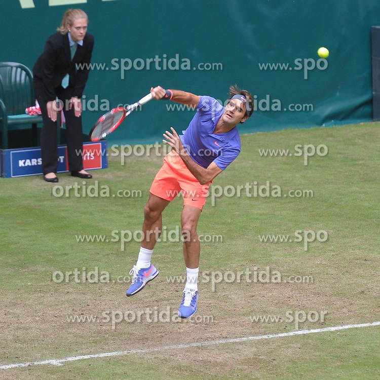 17.06.2015, Gerry Weber Stadion, Halle Westfalen, GER, ATP Tour, Gerry Weber Open 2015, Tag 3, im Bild Roger Federer (SUI) // during day tree of 2015 Gerry Weber Open of ATP world Tour at the Gerry Weber Stadion in Halle Westfalen, Germany on 2015/06/17. EXPA Pictures &copy; 2015, PhotoCredit: EXPA/ Eibner-Pressefoto/ Franz<br /> <br /> *****ATTENTION - OUT of GER*****