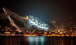 THEMENBILD - Heissluftballons während der Nacht der Ballone über der Stadt und dem Zeller See, aufgenommen am 07. Februar 2018 in Zell am See, Österreich // Hot air balloons during the night of the balloons over the city and the Zeller lake, Zell am See, Austria on 2018/02/07. EXPA Pictures © 2018, PhotoCredit: EXPA/ JFK