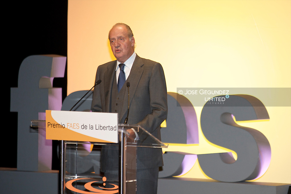 "King Juan Carlos, accompanied by Queen Sofia presides over the act of surrender to His Majesty the King's ""Freedom Award FAES"" of the Foundation for Analysis and Social Studies at the hands of ex-Prime Minister Jose Maria Aznar"