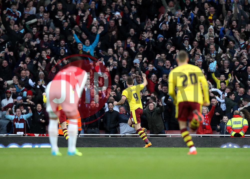 Sam Vokes of Burnley celebrates his goal against Arsenal - Mandatory byline: Robbie Stephenson/JMP - 30/01/2016 - FOOTBALL - Emirates Stadium - London, England - Arsenal v Burnley - FA Cup Forth Round