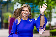 Koningin Maxima bij The Hague Institute for Global Justice met Hare Hoogheid Sheikha Moza bint Nasser uit Qatar, oprichter van de stichting Education Above All en pleitbezorger van de VN ontwikkelingsdoelen. Zij wonen hier het seminar Law, Education and the SDGÕs over bescherming onderwijs in conflictsituaties bij.<br /> <br /> Queen Maxima at The Hague Institute for Global Justice with Her Highness Sheikha Moza binds Nasser from Qatar, founder of the Education Above All Foundation and advocate of UN development goals. They attend the Law, Education and the SDGÕ seminar on protection of education in conflict.<br /> <br /> Op de foto / On the photo:  Koningin Maxima / Queen Maxima