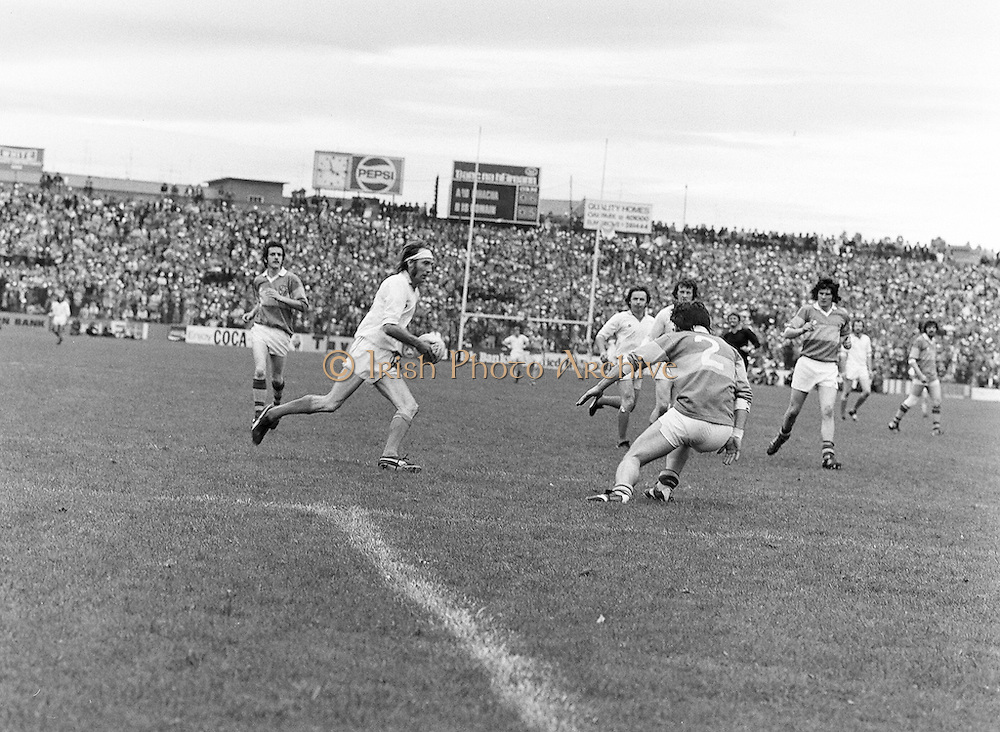 Armagh attempts to get past Roscommon who is guarding his goalmouth during the All Ireland Senior Gaelic Football Semi Final Replay Roscommon v Armagh in Croke Park on the 28th August 1977. Armagh 0-15 Roscommon 0-14.