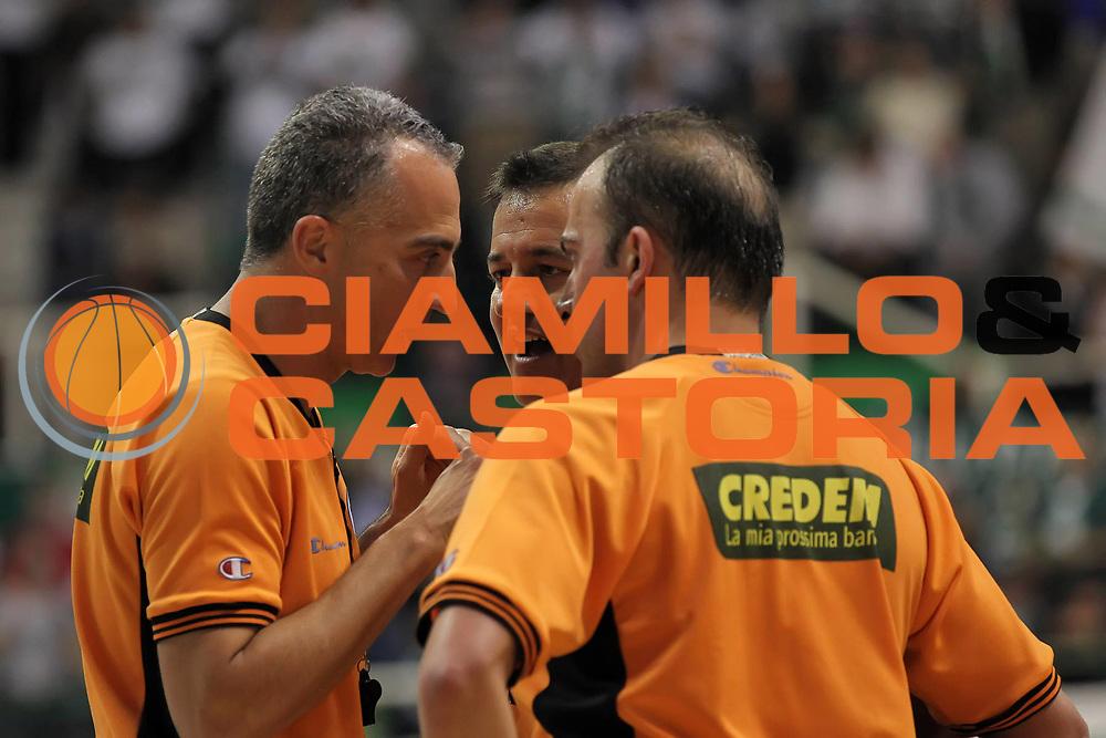 DESCRIZIONE : Siena Lega A 2009-10 Playoff Quarti di Finale Gara 1 Montepaschi Siena Benetton Treviso<br /> GIOCATORE : Carmelo Paternic&ograve; Gianluca Mattioli Gianluca Sardella<br /> SQUADRA : AIAP<br /> EVENTO : Campionato Lega A 2009-2010 <br /> GARA : Montepaschi Siena Benetton Treviso<br /> DATA : 20/05/2010<br /> CATEGORIA : ritratto arbitro referees<br /> SPORT : Pallacanestro <br /> AUTORE : Agenzia Ciamillo-Castoria/ElioCastoria<br /> Galleria : Lega Basket A 2009-2010 <br /> Fotonotizia : Siena Lega A 2009-10 Playoff Quarti di Finale Gara 1 Montepaschi Siena Benetton Treviso<br /> Predefinita :