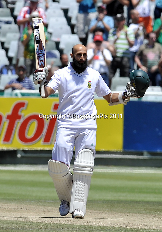 Hashim Amla of South Africa celebrates after going to his 100<br /> <br /> &copy;Ryan Wilkisky/BackpagePix