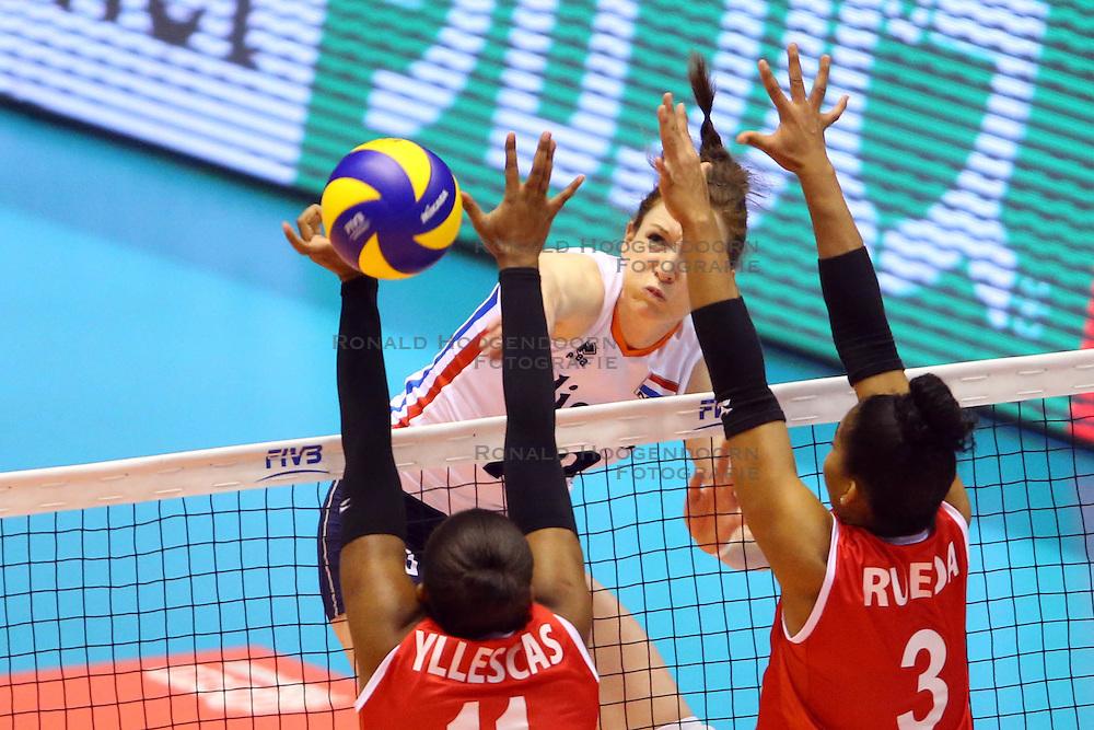 21-05-2016 JAP: OKT Nederland - Peru, Tokio<br /> De Nederlandse volleybalsters winnen met 3-0 en plaatsen zich als eerste voor Rio / Lonneke Sloetjes #10