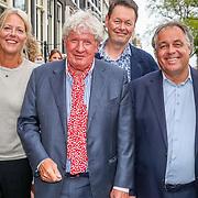 NLD/Amsterdam/20170823 - Premiere Grootste Zwanenmeer ter wereld, Carel Kraayenhof, Willibrord Frequin en Aad Ouburg met partner Dorien Bey