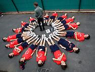 French Open 2010, Roland Garros, Paris, Frankreich,Sport, Tennis, ITF Grand Slam Tournament, Ballkinder bereiten sich auf den Tag vor, Feature, ..Foto: Juergen Hasenkopf..