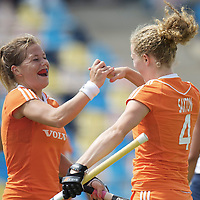 MONCHENGLADBACH - Junior World Cup<br /> Pool A: The Netherlands - USA<br /> photo: Samatha Saxton scores and celebrates with Sarah Jaspers.<br /> COPYRIGHT FRANK UIJLENBROEK FFU PRESS AGENCY