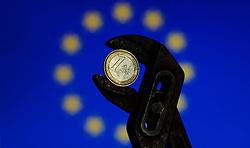 THEMENBILD - Euro Finanzkrise, Euro in der Zange mit europaeischer Flagge im Hintergrund, Wien, AUT, EXPA Pictures © 2011, PhotoCredit: EXPA/ M. Gruber