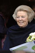 Bezoek Koningin aan jubilerend woonzorgcentrum Schoonoord, 6 februari 2007 <br /> <br /> In het woonzorgcentrum, dat deze maand zijn 100-jarig bestaan viert, sprak de Koningin met bewoners, medewerkers en vrijwilligers.<br /> <br /> In Schoonoord wonen 113 ouderen. Deze bewoners hebben allen een zekere mate van zorg nodig, vari&euml;rend van licht naar zwaar.