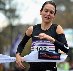 27-11-2011 ATLETIEK: NK CROSS 53e WARANDELOOP: TILBURG<br /> Adrienne Herzog wint in 27:29 het NK Cross<br /> ©2011-FotoHoogendoorn.nl