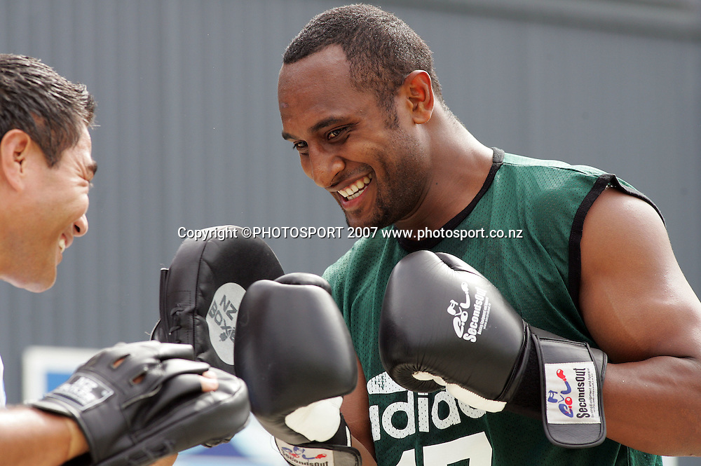 Joe Rokocoko runs through boxing drills at a Blues training session at Unitec, Auckland, New Zealand on Monday 26 March 2007. Photo :Hannah Johnston/PHOTOSPORT<br />