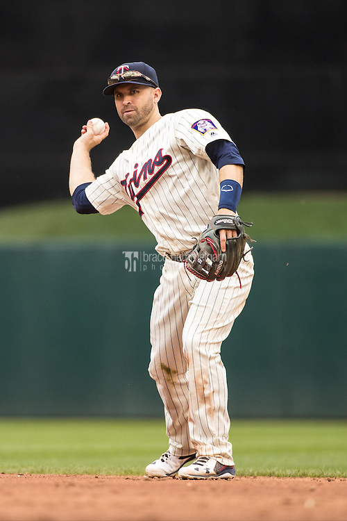 MINNEAPOLIS, MN- JUNE 04: Brian Dozier #2 of the Minnesota Twins throws against the Tampa Bay Rays on June 4, 2016 at Target Field in Minneapolis, Minnesota. The Rays defeated the Twins 7-4. (Photo by Brace Hemmelgarn) *** Local Caption *** Brian Dozier
