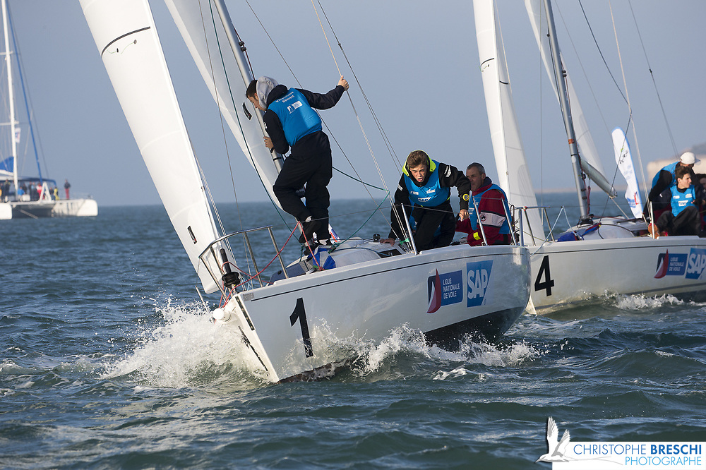 ligue national de voile entre 18 équipe sur des J80 à La Rochelle - 2 ème étape