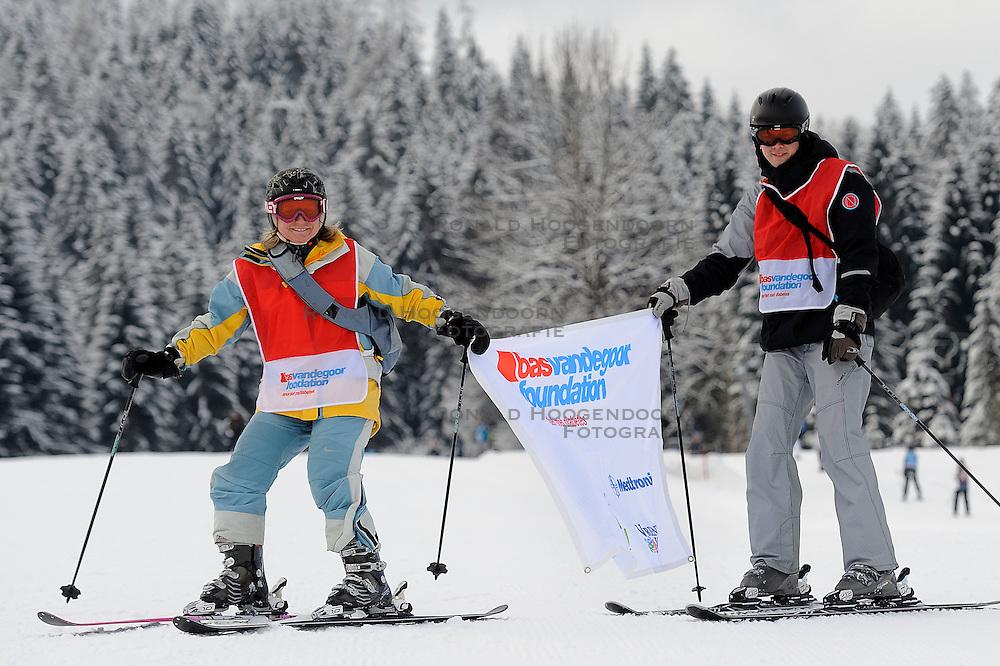 21-01-2011 ALGEMEEN: WINTERSPORTKAMP BVDGF: FLACHAU<br /> Het Wintersportkamp 2011 is een kamp voor 40 kinderen met diabetes type 1 in de leeftijd van 12 t/m 16 jaar  / Petra en Jeroen in actie<br /> &copy;2011-WWW.FOTOHOOGENDOORN.NL