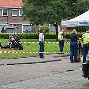 Amsterdam, 03-07-2013. Vanmorgen rond 07.30 uur is een filiaal van de VOMAR aan het Lambertus Zijlplein overvallen. De politie was snel ter plaatse en in samenwerking met de politiehelikopter konden twee verdachten worden aangehouden. Een van de overvallers is door de politie neergeschoten op het Pierre Cuypershof. De andere overvaller is 'gewoon' aangehouden. Een traumahelikopter was geland om assistentie te verlenen. Een ooggetuige heeft aan AT5 gemeld dat de politie drie maal heeft geschoten. Over de toestand van de neergeschoten verdachte is nog niets bekend.