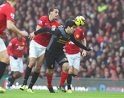 13.01.2013, Old Trafford, Manchester, ENG, Premier League, Manchester United vs FC Liverpool, 22. Runde, im Bild Liverpool's Luis Alberto Suarez Diaz is pulled back by Manchester United's Rio Ferdinand during the English Premier League 22th round match between Manchester United and Liverpool FC at Old Trafford, Manchester, Great Britain on 2013/01/13. EXPA Pictures © 2013, PhotoCredit: EXPA/ Propagandaphoto/ David Rawcliffe..***** ATTENTION - OUT OF ENG, GBR, UK *****