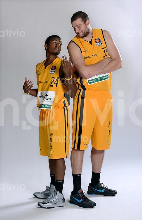 1. Basketball Bundesliga 2012/2013        25.08.2012 Walter Tigers Tuebingen   Kleinster Spieler im Tigers-Team; Douglas Davis (li, 1,80 Meter) und  groesster Spieler im Tigers-TeamKenny Frease (2,11 Meter)