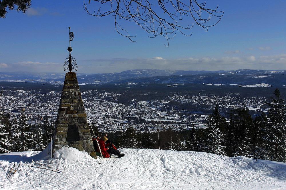 Korset med utsikt over Kongsberg by. Her sto Christian IV og pekte ut hvor byen skulle ligge.
