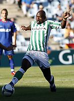 Fotball <br /> Spania<br /> Foto: Diario/Cordon Press/Digitalsport<br /> NORWAY ONLY<br /> <br /> 14.09.2008  <br /> Achille Emana (Betis Sevilla) am Ball