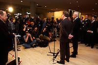 17 DEC 2004, BERLIN/GERMANY:<br /> Edmund Stoiber (L), CDU, Ministerpraesident Bayern, und Franz Muentefering (R), SPD Partei- und Fraktionsvorsitzender, waehrend einer Pressekonferenz zum Scheitern der Foederalismusreform, vor dem Protokollsaal, Deutscher Bundestag<br /> IMAGE: 20041217-02-011<br /> KEYWORDS: Bundesstaatenkommission, Franz Müntefering, Journalist, Journalisten<br /> Kommission von Bundestag und Bundesrat zur Modernisierung der bundesstaatlichen Ordnung