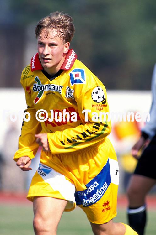 22.04.2000, Hanko.Liigacupin finaali, FC Jokerit v Vaasan Palloseura.Jani Saraj?rvi - VPS.©JUHA TAMMINEN