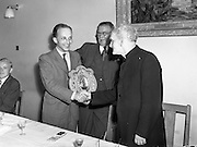 22/07/1952<br /> 07/22/1952<br /> 22 July 1952<br /> Irish Chess Championships at Newman House, St Stephen's Green, Dublin. Dinner and presentation of prizes. M. Schuster, winner of Irish Chess Championship 1952 being resented with his prize.