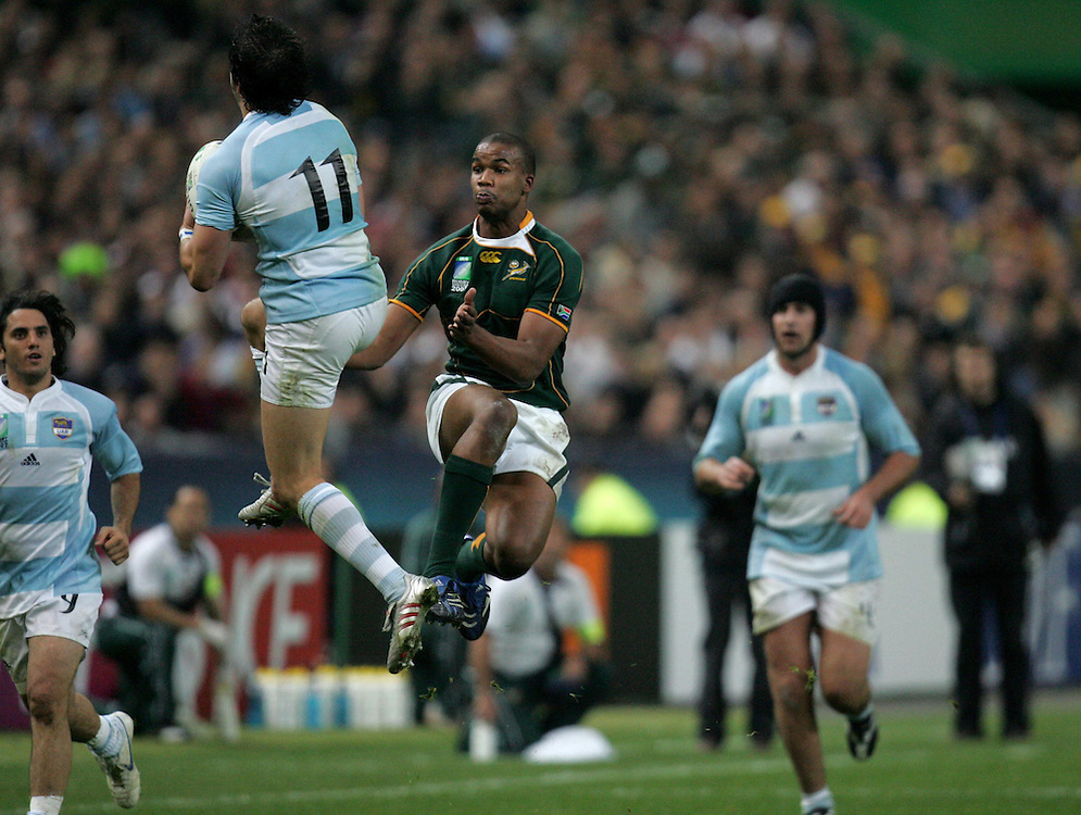 JP Pietersen jumps with Horacia Agulla to try and win the ball. South Africa v Argentina, Semi Final, IRB Rugby World Cup 2007, Stade De France, St Denis, France, 14th October 2007.