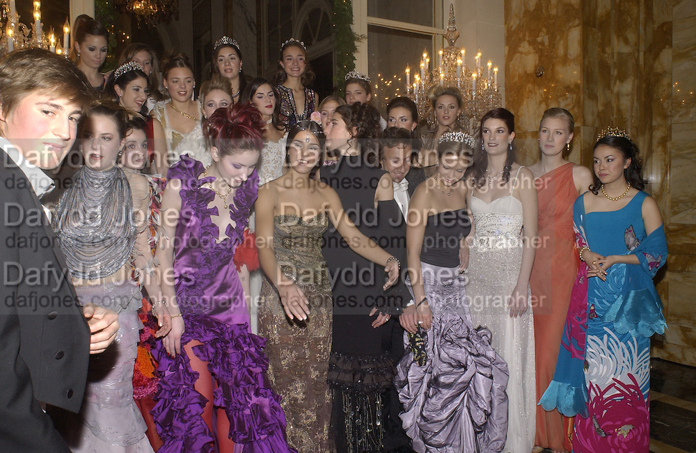 Crillon Debutantes Ball 2002. Paris. 7 December 2002. © Copyright Photograph by Dafydd Jones 66 Stockwell Park Rd. London SW9 0DA Tel 020 7733 0108 www.dafjones.com