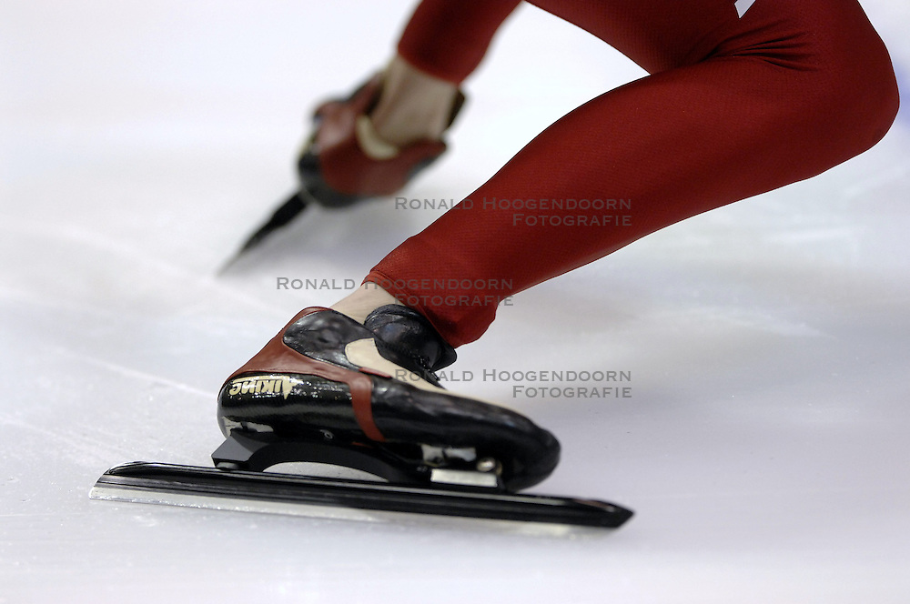24-12-2006 SCHAATSEN: AEGON NK ALLROUND 2007: HEERENVEEN <br /> Schaats, start, schaats item<br /> &copy;2006-WWW.FOTOHOOGENDOORN.NL
