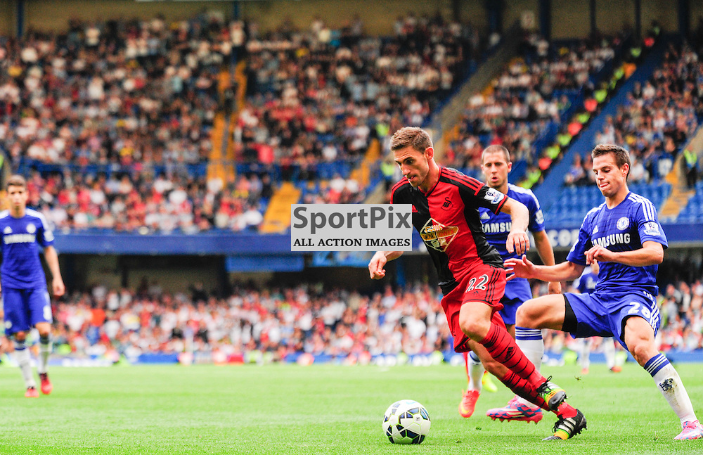 (c) Andrea Putzolu | SPORTPIX.ORG.UK<br /> Fighting for the ball with 22 Defender Angel Rangel and 28 Defender Cesar Azpilicueta