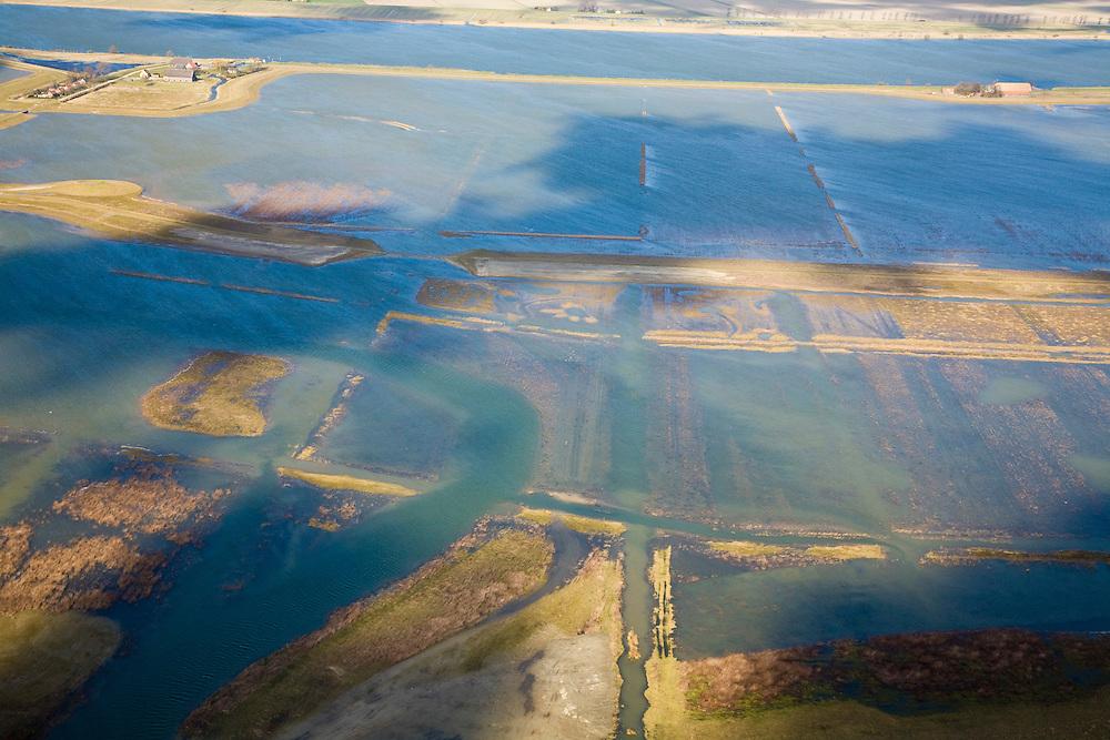 Nederland, Zuid-Holland, Tiengemeten, 04-03-2008; eilandje in het Haringvliet, oorspronkelijk eigendom - binnen de dijken - van AMEV (Fortis Investments), en Natuurmonumenten (buitendijkse slikken); het eiland werd gebruikt voor de akkerbouw maar is inmiddels 'teruggegeven aan de natuur' (dijken deels doorgestoken) , de laatste boer is in 2006 vertrokken; huidig gebruik onder andere zorgboerderij en kan er gekampeerd worden; nieuwe natuur, onderdeel van de Ecologische Hoofdstructuur; natuurontwikkelingsgebied, natuurontwikkeling natuurontwikkeling; tiengemeenten. .luchtfoto (toeslag); aerial photo (additional fee required); .foto Siebe Swart / photo Siebe Swart
